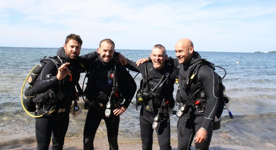 Tiny, Canada : PADI Open Water students learning how to dive from our private beach!