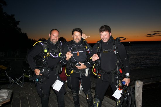 Tiny, Canada : Advanced course divers, geared up and ready for our night dive!