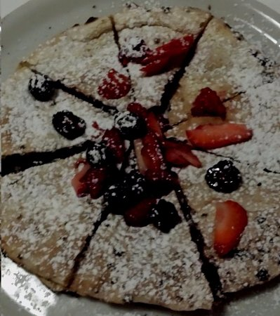 Woodstock, NY: Midnight Ramble: Our signature dessert pizza with Nutella hazelnut spread, fresh seasonal berrie