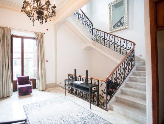 Hotel L'Avenida: Marble Staircase