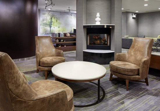 Courtyard Edison Woodbridge: Our lobby fuses functionality, aesthetics, technology and the right mix of service.