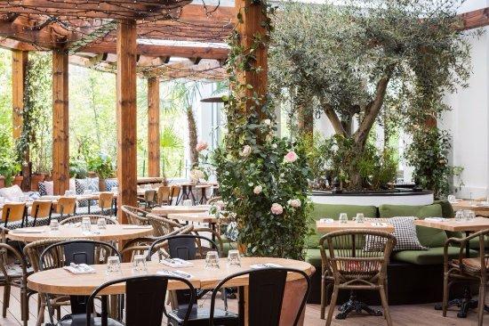 Photo of Italian Restaurant Auteuil Brasserie at 78 Rue D Auteuil, Paris 75016, France