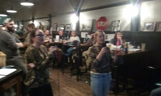Blackstone, Virginie : Karaoke Night on Saturday & Tuesday. Fun for the entire family.