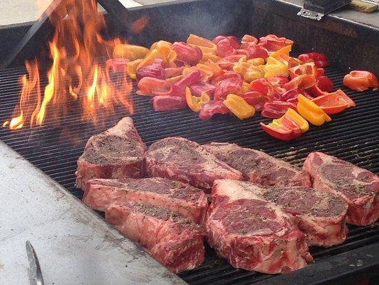 Murphys, CA: BBQ our speciatlity