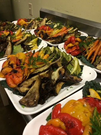 Murphys, CA: Family style vegetable platters