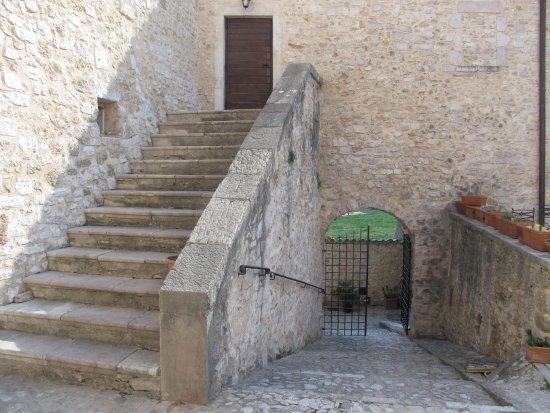 Sant'Anatolia di Narco, Italy: si scende e si sale ...