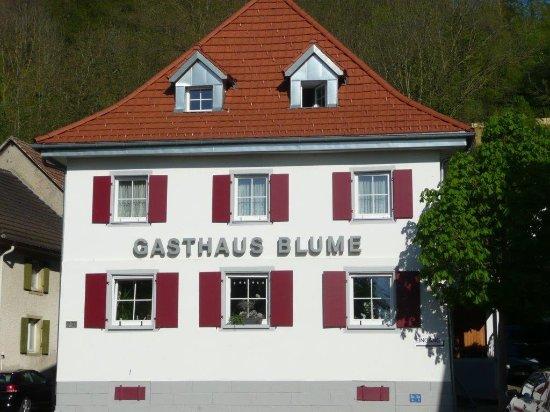 Efringen-Kirchen, Deutschland: gegenüber das Restaurant