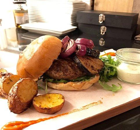 Maarssen, The Netherlands: Enya's burger