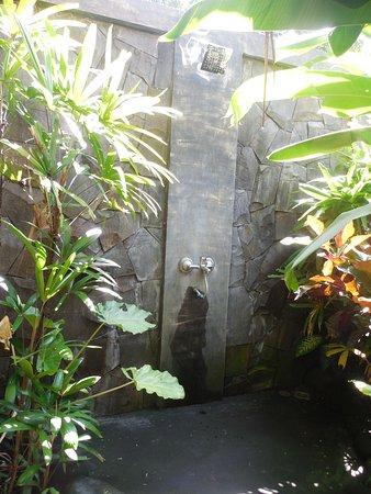 Lullaby Bungalows: banheiro aberto