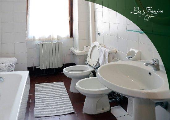Foto Bagni Chiari : Il bagno privato delle nostre camere picture of hotel la fenice