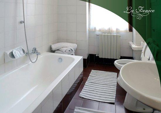 Foto Bagni Chiari : Il bagno privato delle nostre camere foto di hotel la fenice