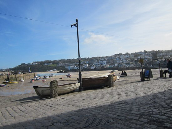 Bay St. Ives Bay Hotel: General view of St Ives, looking towards Porthminster beach from the harbor