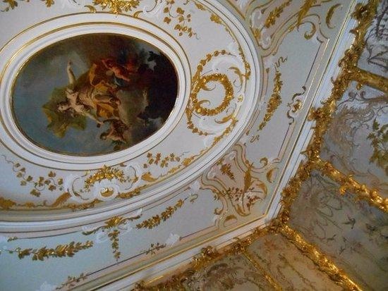 Lomonosov, Rosja: потолок одного из залов Китайского дворца