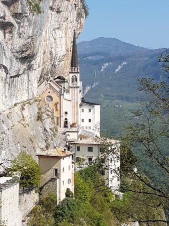 Kirche picture of santuario basilica madonna della for Santuario madonna della corona