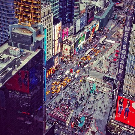 Crowne Plaza Times Square Manhattan: King Times Sq view room - The View