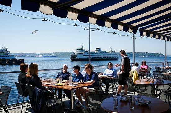Ivar's Acres of Clams : Guests enjoying patio dining and Elliott Bay views
