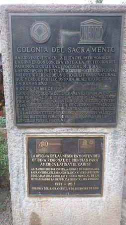 Puerta de la Ciudadela: CARTELES INDICADORES