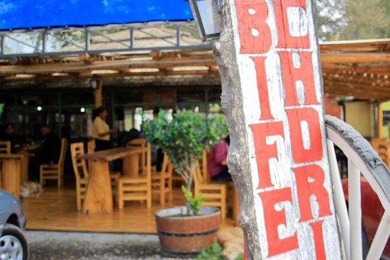 San Cayetano: Acceso sobre ruta 7, a metros de la rotonda de Uspallata