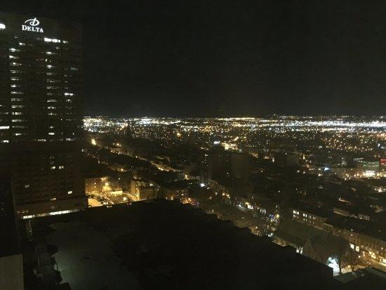 Hilton Quebec: Night