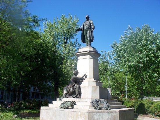 Monumento a Camillo Benso di Cavour
