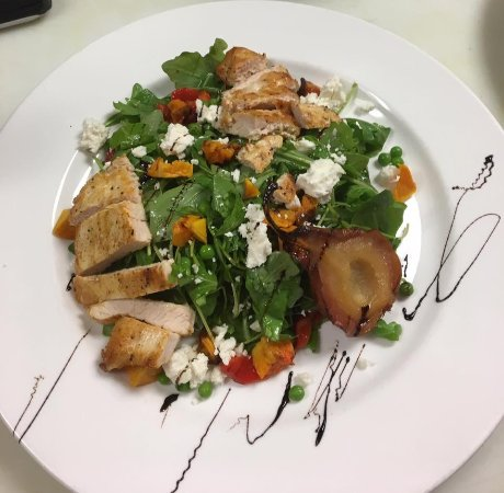 Farmington, CT: Pear Salad with Chicken