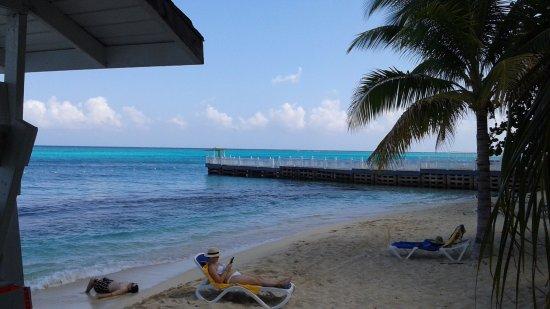 Small beach area bild von rhodes beach resort negril for Small beach hotels