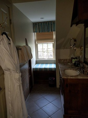The Inn at Bowman's Hill: A comfy window seat where I relaxed to a view of Pink Moon after a hot jacquzzi bath.