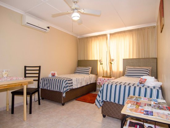 JoThams Guest House: JPs Private Family Unit Main Bedroom With Study Table  And Aircon,