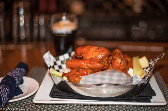 Barley Neck Inn : A great place to enjoy hot wings and beer
