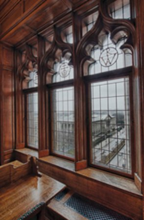 University Club of Chicago: 8th floor library