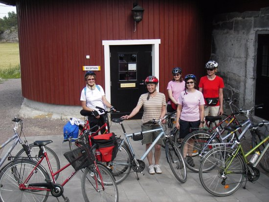 Nagu, Finlandia: Bicycle group arriving for dinner and accommodation