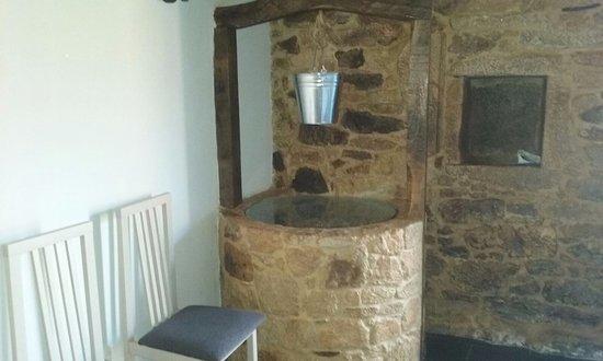 Palas de Rei, Spain: El pozo original de la antigua casa respetando sus orígenes