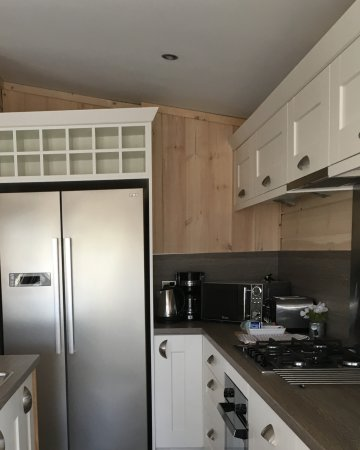 Coldingham, UK: Opnen plan kitchen , shore lodge