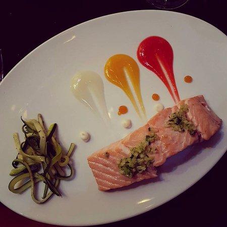 Corral de la Moreria: Filetto di salmone con julienne di zucchine e salse di agrumi