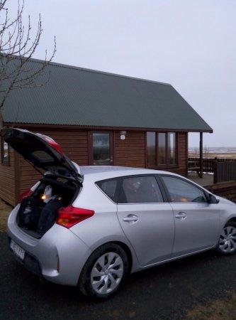 Kirkjubaejarklaustur, İzlanda: parking al lado de la cabaña