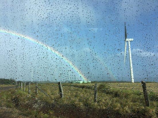 Rincon de La Vieja, Kosta Rika: Double Rainbow in Wind Farm Area about an hour outside Sensoria