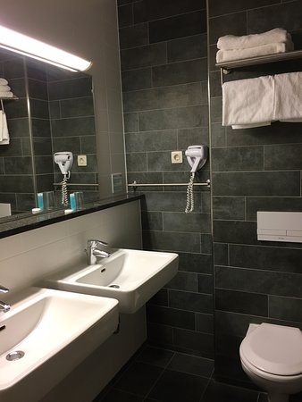 Hoofddorp, هولندا: Snyggt badrum på Bastion Hotel Amsterdam Airport, foto Micke Rehn