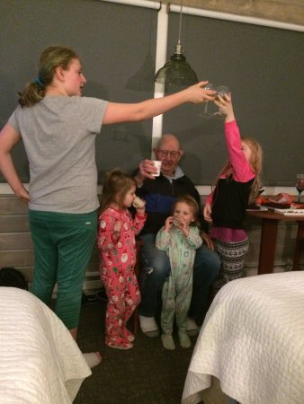 Garibaldi, Όρεγκον: intertaining great grandchildren