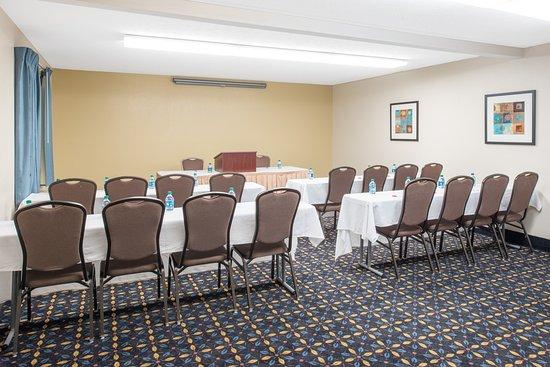 Ramada by Wyndham Springfield North: Executive Room