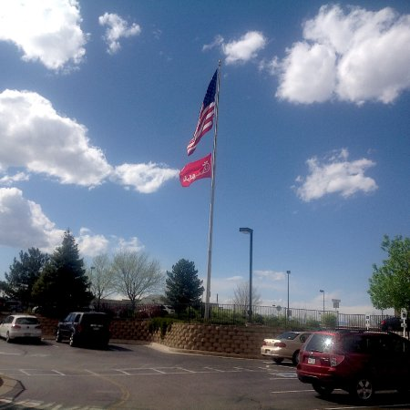 Highlands Ranch, CO: Ample Parking