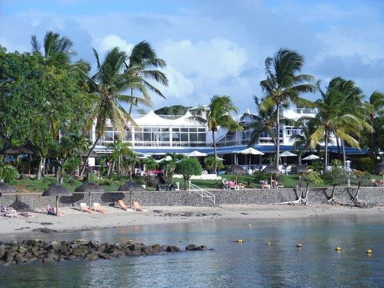 plage photo de mont choisy coral azur beach resort trou. Black Bedroom Furniture Sets. Home Design Ideas