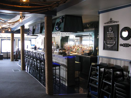 Newaygo, มิชิแกน: Newly nautical decor remodel - New menu - Lakefront indoor / outdoor dining