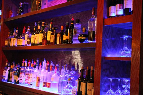 Westlake, OH: Full Bar