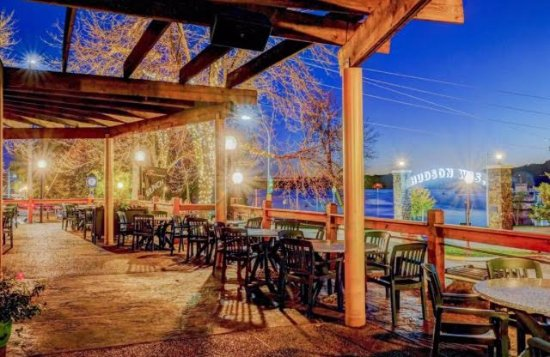 Hudson, Ουισκόνσιν: Beautiful Patio overlooking the scenic St. Croix river