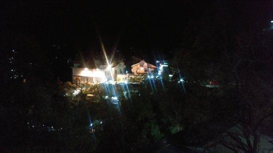 Kapil Hotel: 20170415_221359_large.jpg