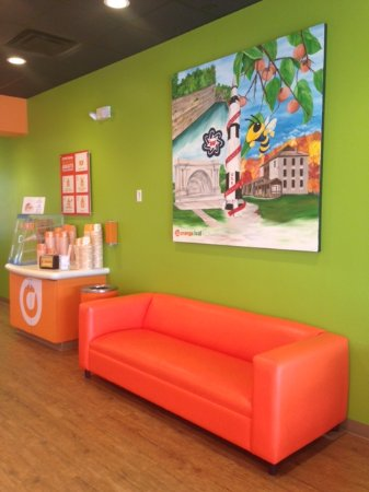 ‪‪Bedford‬, ‪Indiana‬: Sit a spell and enjoy your froyo....our orange couch is calling your name!‬