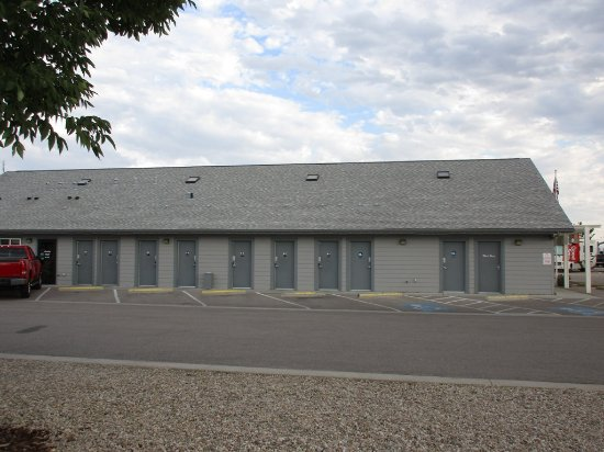 Caldwell, ID: individual private unisex shower/restroom/laundry building