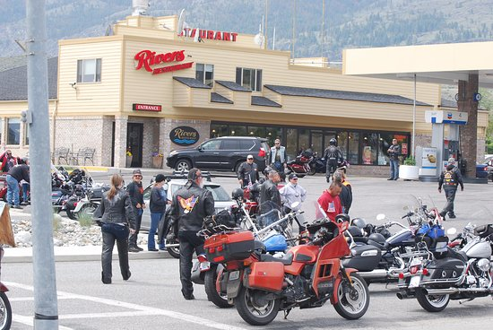 Pateros, Waszyngton: The Restaurant is full of bikers enjoying the central washington sun!