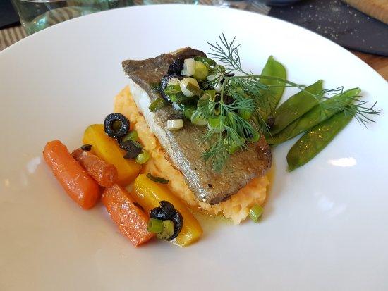 Theys, France : Excellent de l'apéritif en passant par le plat pour finir avec le desserr