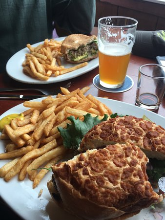 Half Moon Bay Brewing Company : 2 different burgers, both delicious
